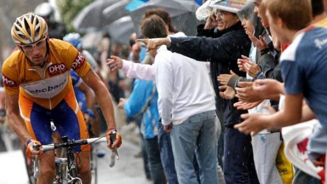 Denis Menchov, con el jersey de líder de la Vuelta a España 2007.