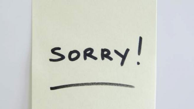 Un post-it con la palabra 'Sorry' (perdonar, en inglés).