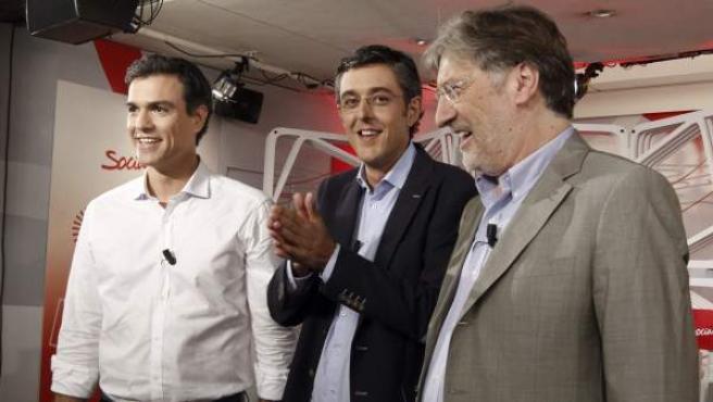 Los tres candidatos a la Secretaría General del PSOE, Pedro Sánchez, Eduardo Madina y Antonio Pérez Tapias (i-d), poco antes de su primer y único debate en la campaña.