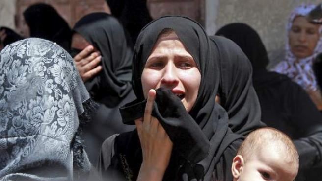 Funeral en el campo de refugiados de Jan Yunis (sur de la Franja de Gaza) por siete miembros de una misma familia palestina, muertos en un ataque israelí.