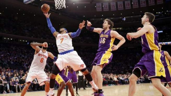 Pau Gasol y Carmelo Anthony, en un encuentro entre New York Knicks y Lakers este 2014.
