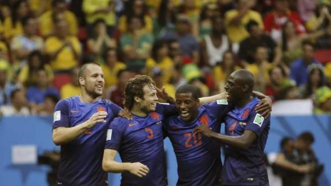 Los jugadores de la selección holandesa celebran su victoria ante Brasil en el partido por el tercer y cuarto puesto.