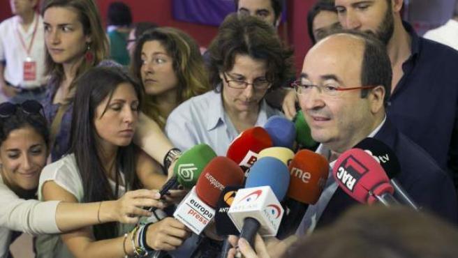 El dirigente socialista Miquel Iceta, tras votar en la elección del secretario general del PSC.