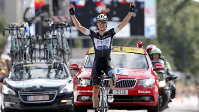 Tony Martin, ciclista alemán del Omega Pharma Quick Step, celebra su victoria en la novena etapa del Tour de Francia, con final en Mulhouse.