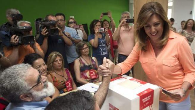 Susana Díaz, presidenta de la Junta y líder del PSOE-A, votando este domingo.