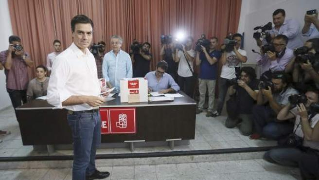 El candidato a la Secretaría General del PSOE Pedro Sánchez, momentos antes de votar en la Agrupación Socialista de Tetuan, en Madrid.