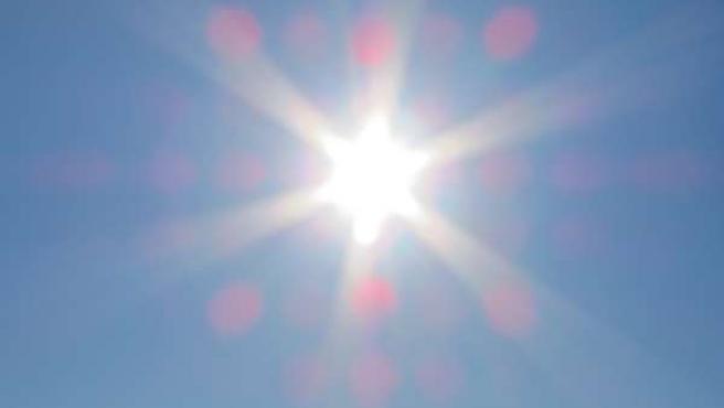 Sol. Calor. Verano. Cielos despejados.