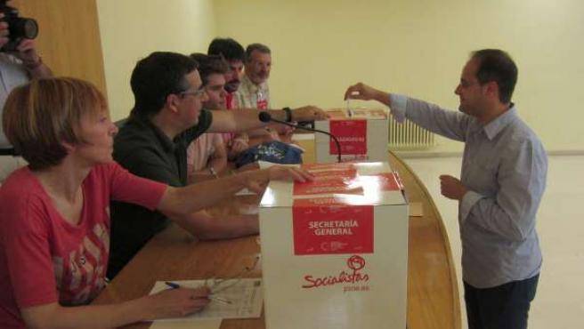 Luena deposita su voto