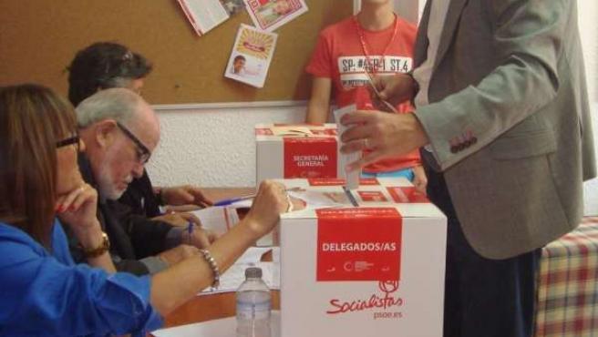 López vota al secretario general del PSOE