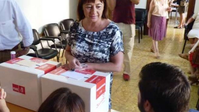 Armengol votando