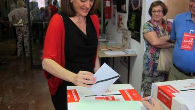 Soraya Rodriguez votando en la sede del PSOE en Santa Lucía