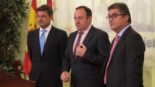Catalá, Sanz y Giménez, momentos antes de la firma del acuerdo