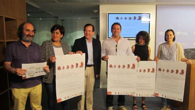 El consejero Javier Erro junto a los organizadores de la sexta edición de NACE
