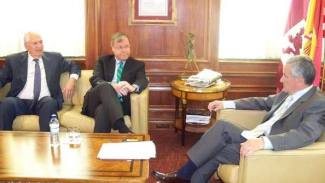 Guillermo García y Antonio Silván se reúnen con el alcalde de León