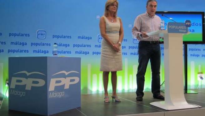 Elías Bendodo y Esperanza Oña, en rueda de prensa