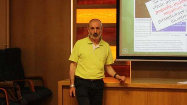 Francisco Ramos, de Ecologistas en Acción, en el curso de la UC sobre fracking