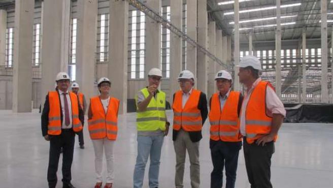 El consejero de Economía andaluz visita la nueva fábrica de Cosentino