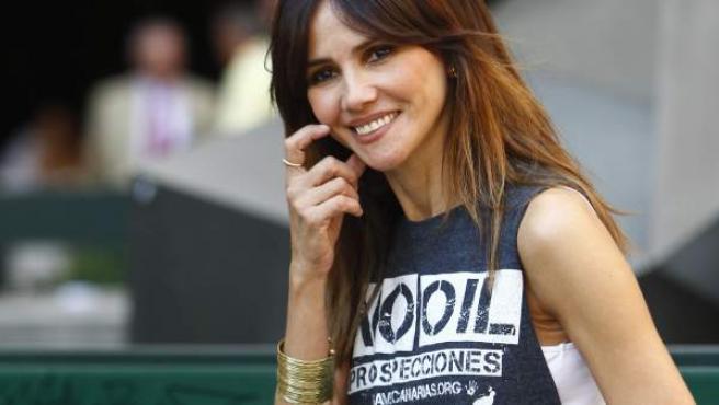 La actriz Goya Toledo posa con una camiseta en contra de las prospecciones petrolíferas en Canarias.