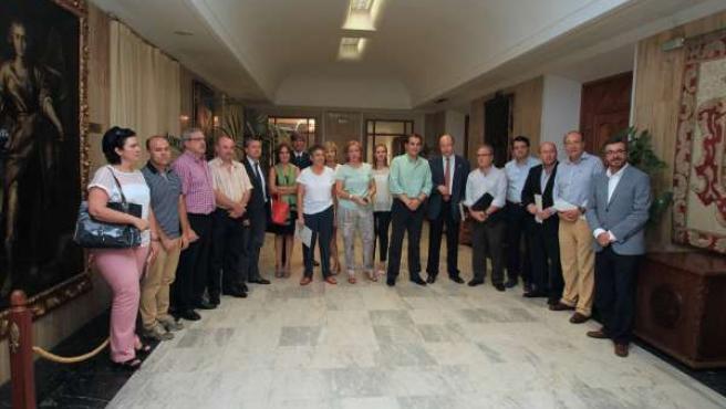 Asistentes a la reunión de la Mesa Económico-Social
