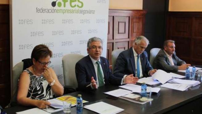 Palomo (segundo por la izquierda), en la Asamblea de FES