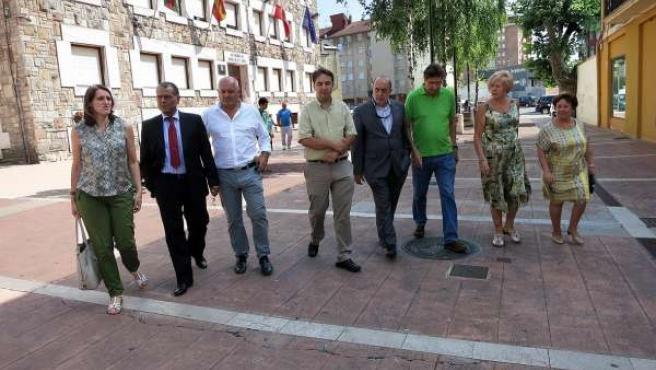 La alcaldesa con representantes de la Cámara de Comercio