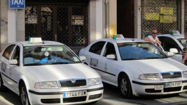 Taxis en la parada de Capitulares