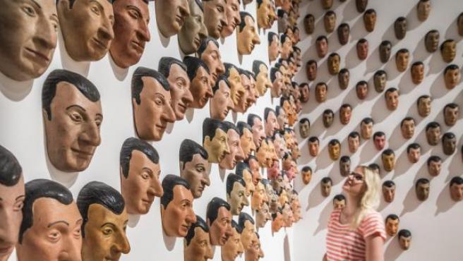 Obra de Maurizio Cattelan en la exposición 'Infinite Jest'