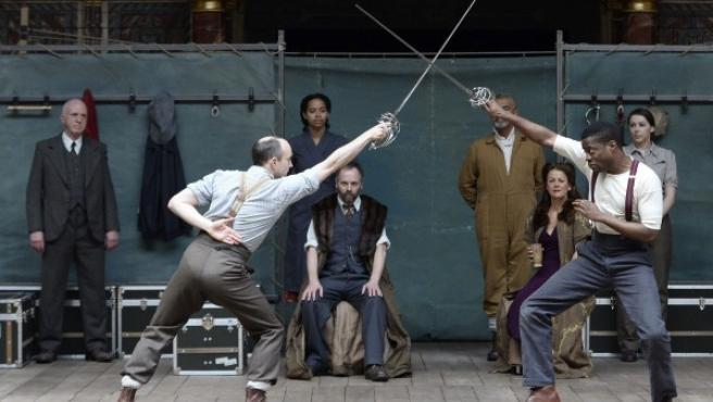 Actores que ensayan una obra de teatro