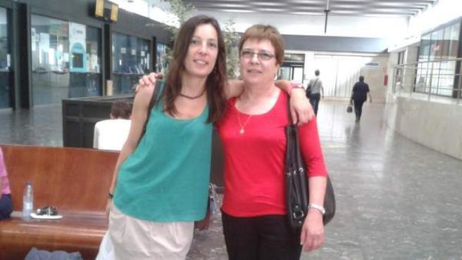 María Patricia falleció en el accidente. Trabajaba en Madrid y viajaba a su ciudad para las fiestas. En la imagen, con su madre.
