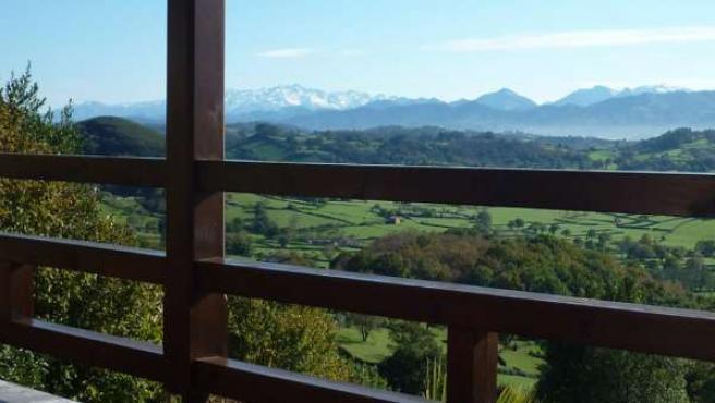 Desde El Mirador de Ordiales se disfrutan estas espléndidas vistas de los Picos de Europa.