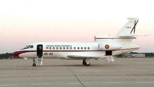 Imagen de televisión del avión en el que expertos en aviación civil y miembros de la Policía Científica viajan desde Madrid en dirección a Mali para colaborar en las investigaciones del accidente aéreo de la compañía española Swiftair.