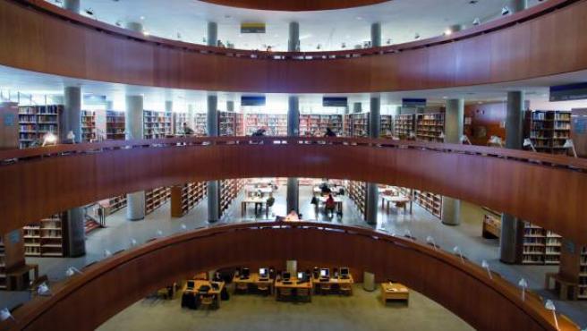 Una imagen de archivo de la biblioteca central de la UNED en Madrid.