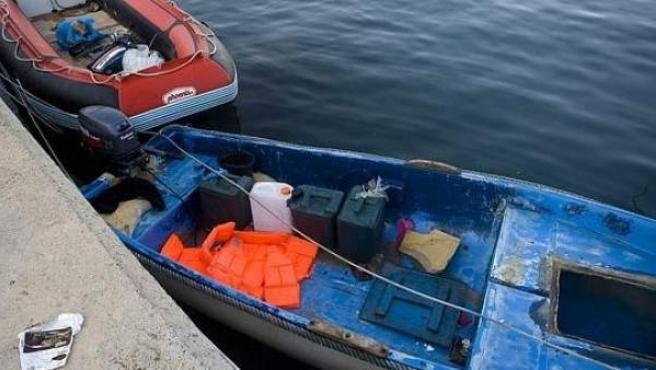 Imagen de una patera en el puerto, en una imagen de archivo.