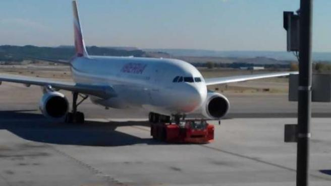 El primer avión de Iberia con la nueva marca