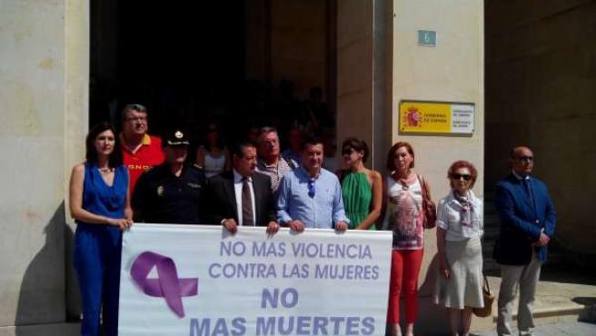 Concentración de repulsa en Alicante por el crimen de Orihuela