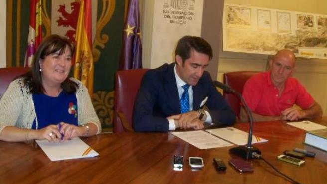 De izq. A drcha., Ana Luisa Durán, Juan Carlos Suárez-Quiñones y José A. Franco