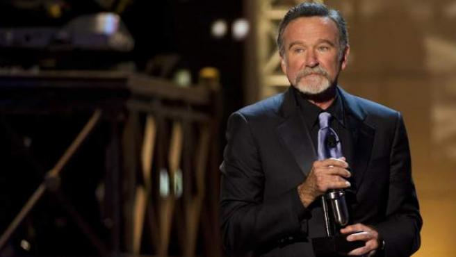 El actor Robin Williams recibe un galardón en la gala de los Comedy Awards 2012, en Nueva York.