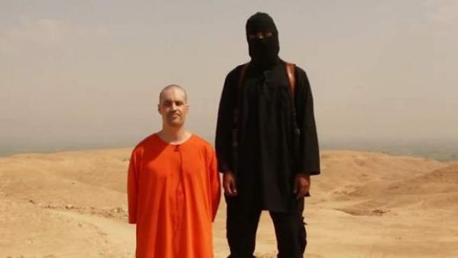 James Foley, poco antes de ser decapitado por un supuesto miembro del Estado Islámico.