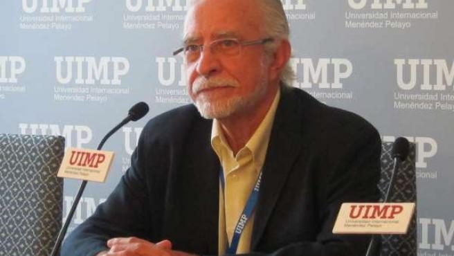 El escritor José María Merino en la UIMP