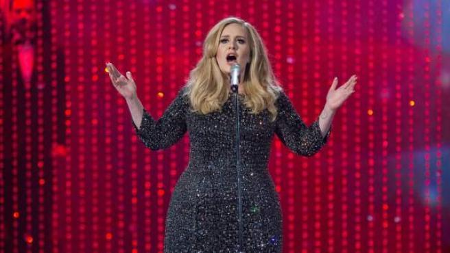 Adele, durante su actuación en la gala de los Premios Oscar 2013.