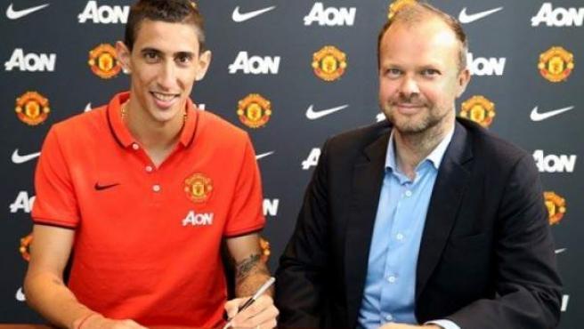 Ángel Di María firma su contrato con el Manchester United.