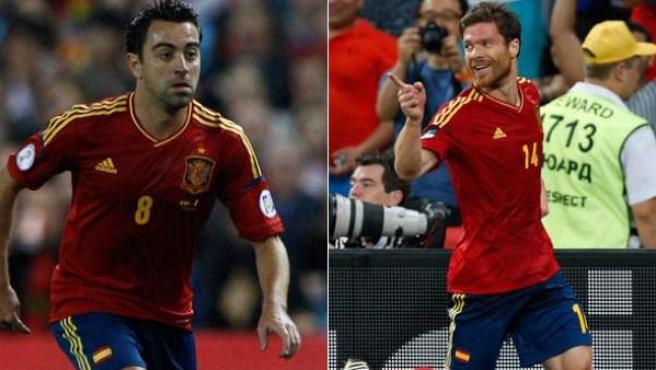 Xavi Hernández y Xabi Alonso con la selección española.