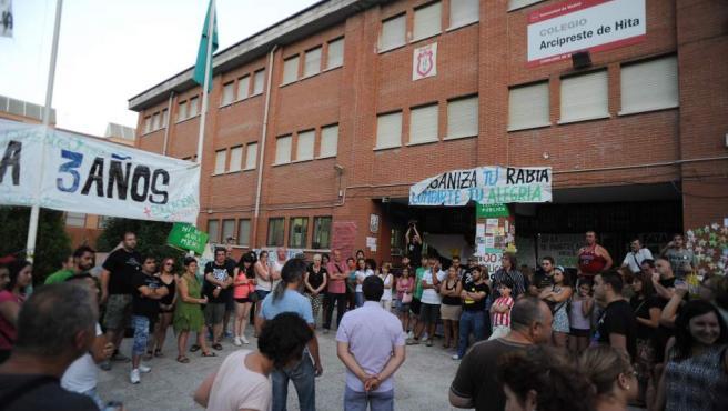 Padres y alumnos del colegio público Arcipreste de Hita han dormido por turnos en el centro durante el verano a modo de protesta.