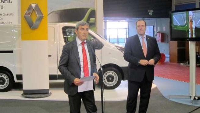 Presa y Del Olmo en el stand de Renault en la Feria de Muestras
