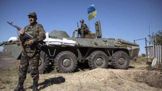 Soldados ucranianos en un control cercano a la ciudad ucraniana de Debalcevo.