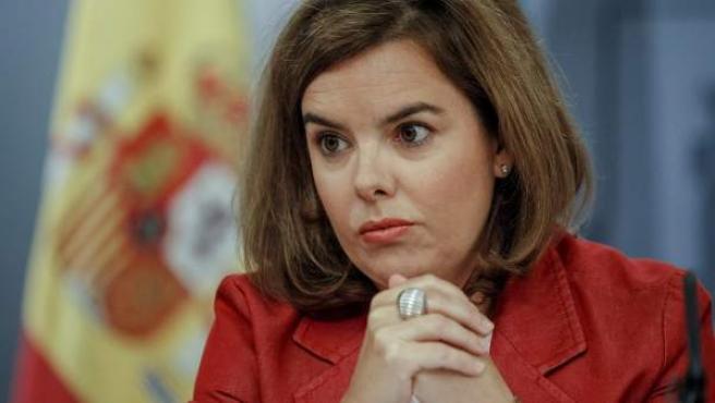 La vicepresidenta primera del Gobierno, Soraya Sáenz de Santamaría, durante una rueda de prensa.