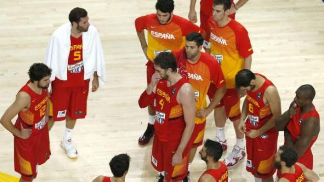 Los jugadores de la selección españolam tras la derrota en el partido de cuartos de final del Mundial de Baloncesto ante Francia.