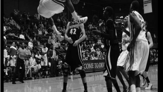 Tiros libres, primera antología de relatos sobre baloncesto