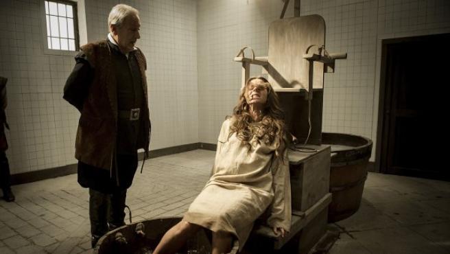 La Marquesa (Myriam Gallego), torturada en la nueva temporada de 'Águila Roja'.