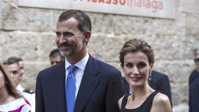 Los reyes Felipe y Letizia a su llegada al Museo Picasso de Málaga.